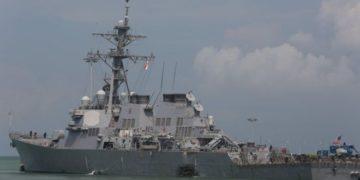 Эсминец США после столкновения