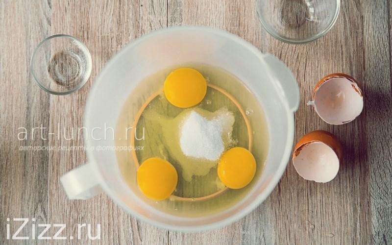 Тонкие блины на молоке - яйца, сахар и соль