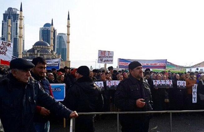 В Грозном прошел митинг против преследования мусульман